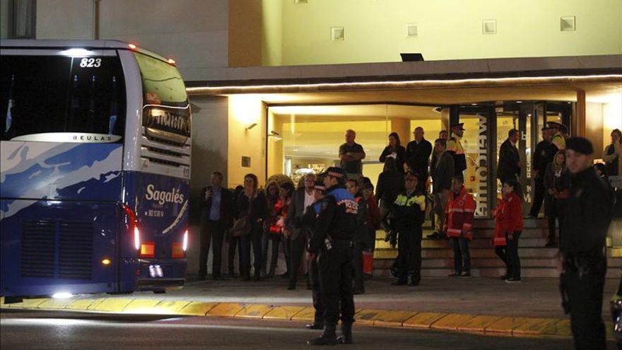 Familiares de las víctimas españolas del accidente aéreo parten en avión hacia Francia