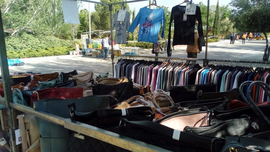 Un puesto, este sábado 16 de mayo, en el mercadillo de Guadalajara