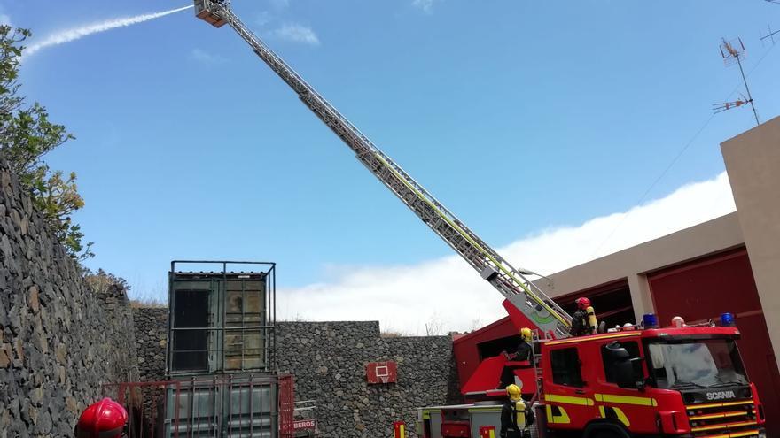 Un momento de la demostración realizada este miércoles por los bomberos.