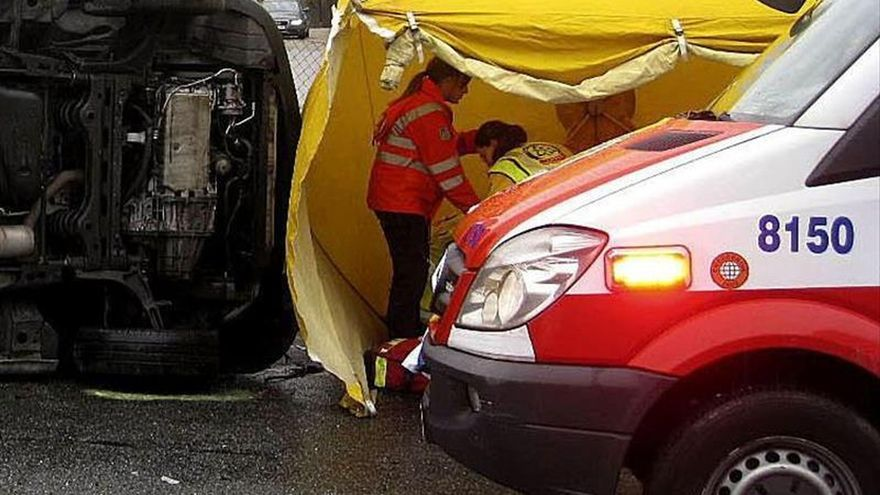 Dos jóvenes muertos y cuatro heridos en un accidente de tráfico en Barcelona