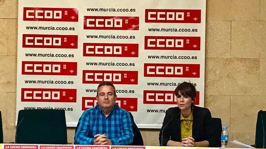 El secretario general de CCOO, Santiago Navarro, y la secretaria de Empleo, Teresa Fuentes