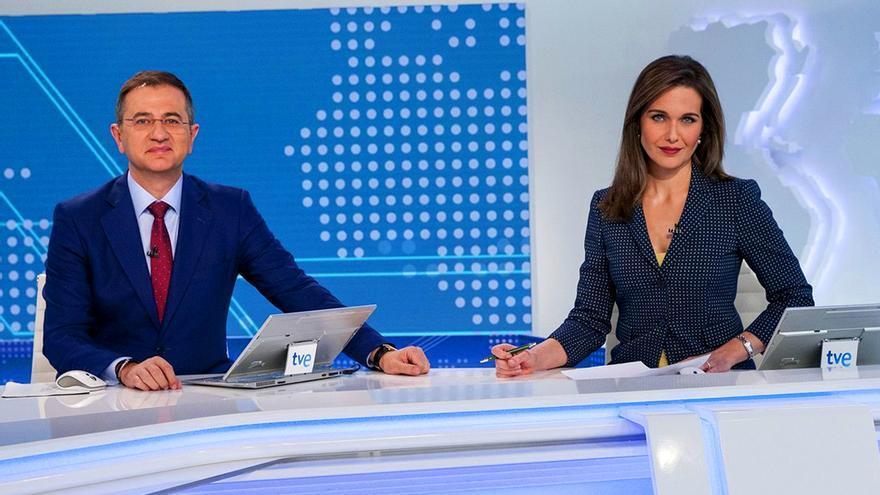 Pedro Carreño y Raquel Martínez presentan el Telediario Fin de Semana en La 1