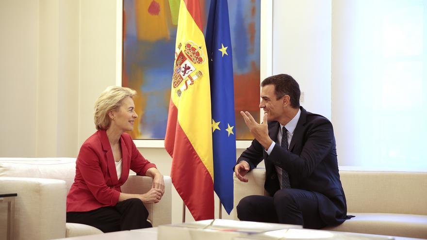 El presidente del Gobierno, Pedro Sánchez, durante su reunión con la presidenta de la Comisión Europea, Ursula von der Leyen. La Moncloa, Madrid - 31/07/194
