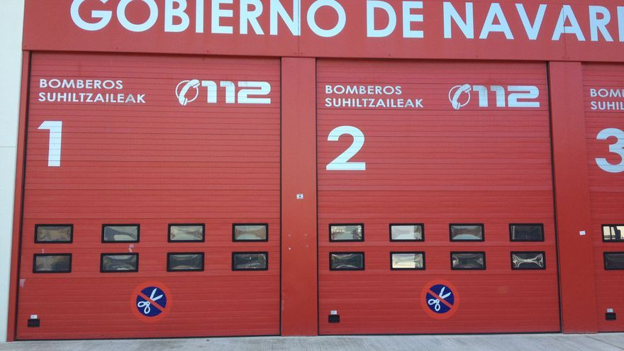 El parque de Trinitarios en Pamplona luce símbolos contra los recortes.