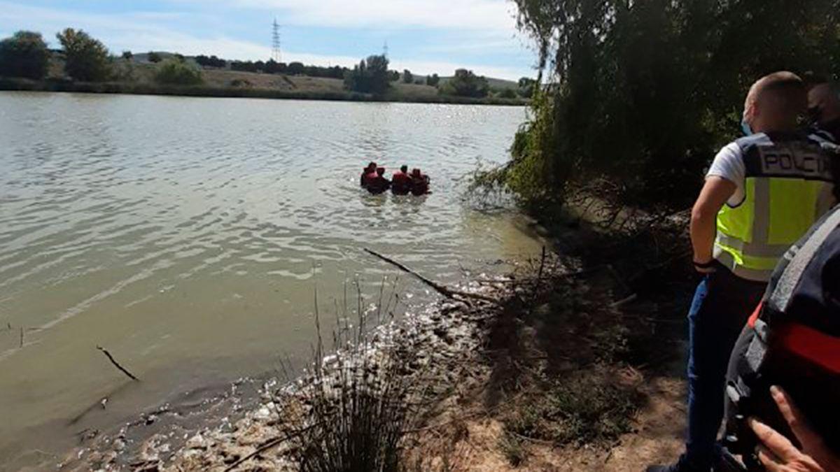 Los bomberos dentro del Guadalquivir recuperan el cadáver de un hombre | BOMBEROS CÓRDOBA