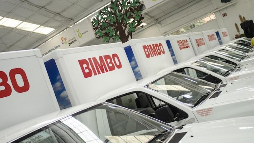 Furgonetas de reparto de la empresa Bimbo.