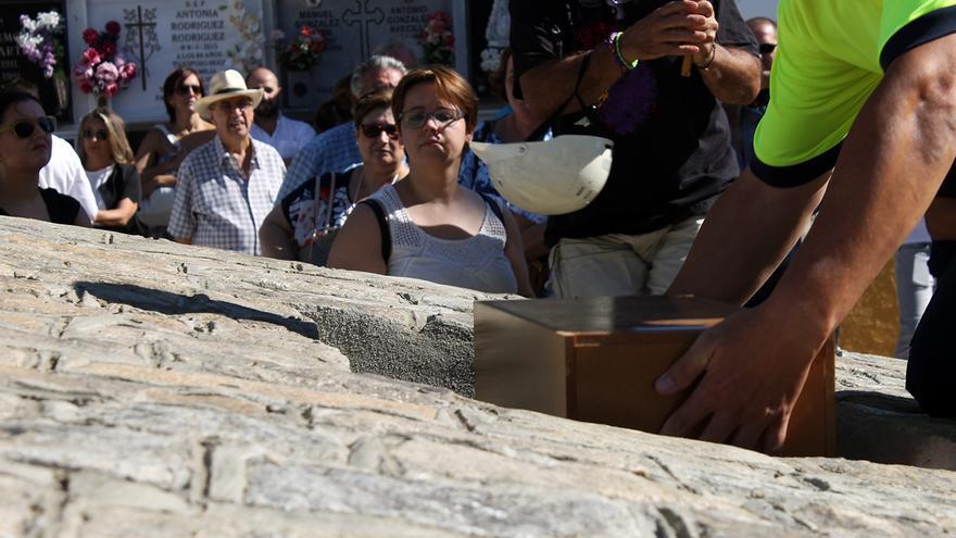 Entierro en Camas (Sevilla) de 14 miembros de la Columna Minera. / JUAN MIGUEL BAQUERO