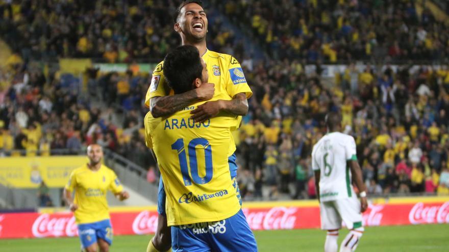 Jonathan Viera celebrando el gol de penalti que ponía el 3-1 frente al Granada en el Estadio de Gran Canaria en la decimoséptima jornada de liga.