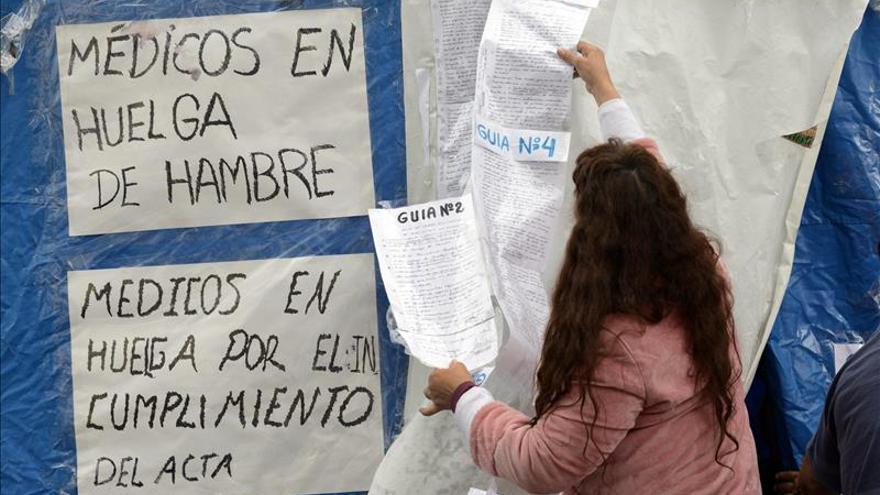 Los trabajadores sanitarios de Perú suspenden su huelga nacional indefinida