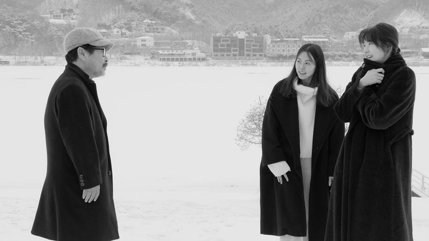Un poeta coincide con dos jóvenes en un hotel a las orillas del río Han