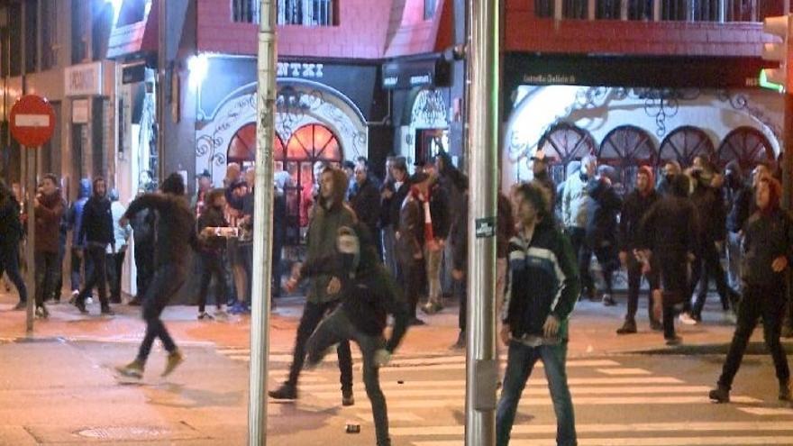 Quedan en libertad ocho de los nueve detenidos en los incidentes antes del partido Athletic-Spartak de Moscú