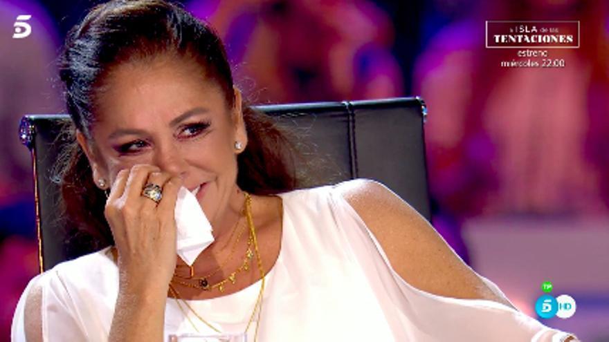 Isabel Pantoja frente a una actuación de 'Idol Kids'