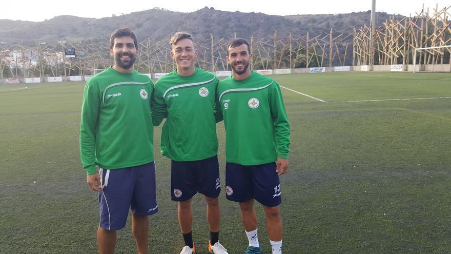 Santi Domínguez, junto a Diego Parras y el fisioterapeuta José