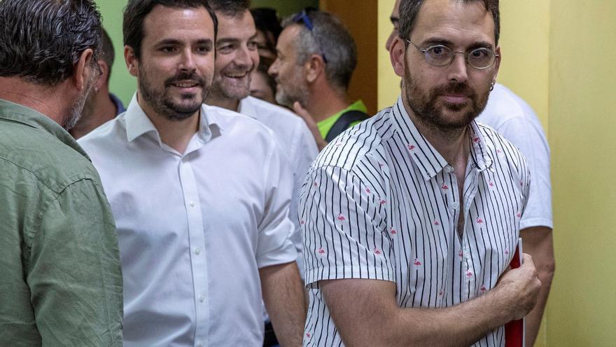 Alberto Garzón y Antonio Maíllo acompañan al nuevo coordinador andaluz de IU, Toni Valero.