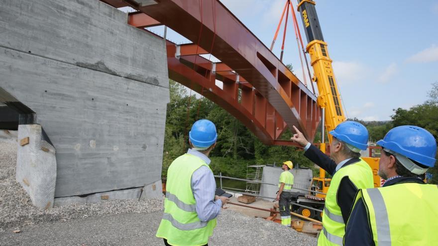 El nuevo puente de Golbardo podría estar concluido a finales de agosto, anuncia Mazón