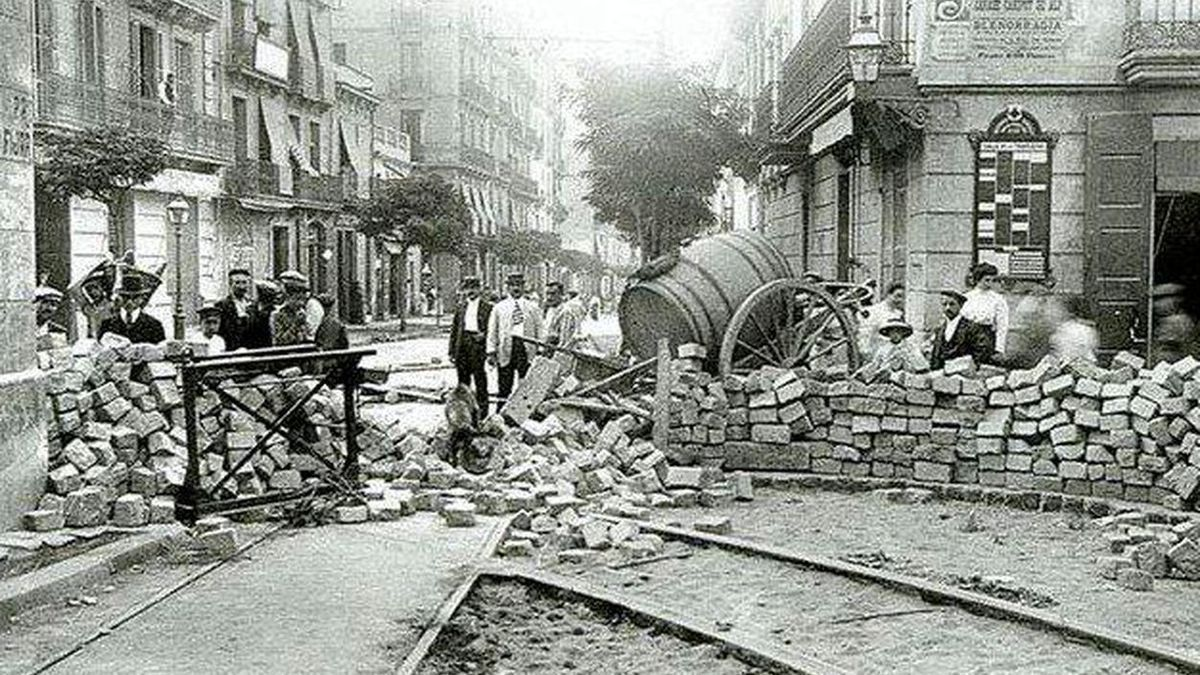 Barricadas en Barcelona durante la Semana Trágica.