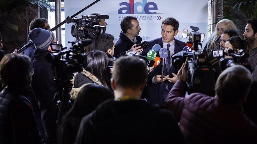 "Rivera asegura que Cs no va a ir ""de la mano"" de Vox, un partido populista"