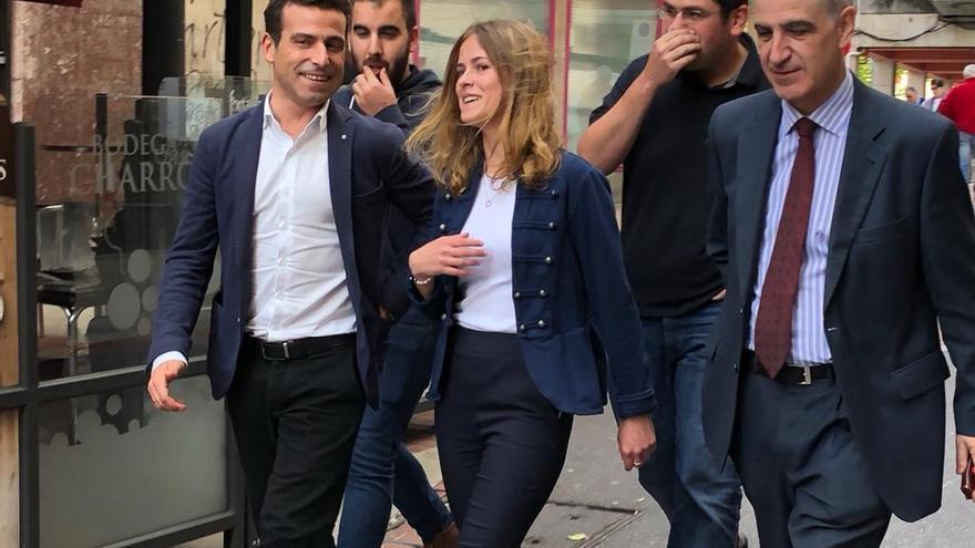 Beatriz Fanjul, con Pablo Casado y Leopoldo Barreda