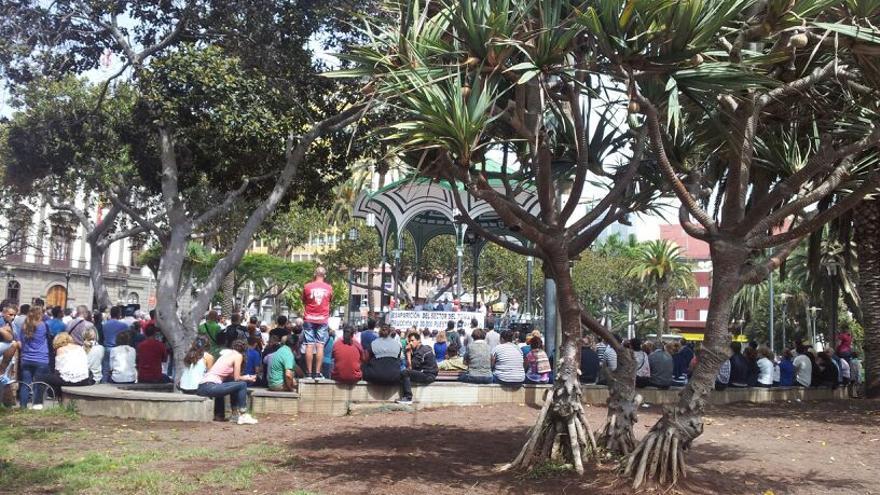 El sector del tomate se manifiesta en el parque de San Telmo.
