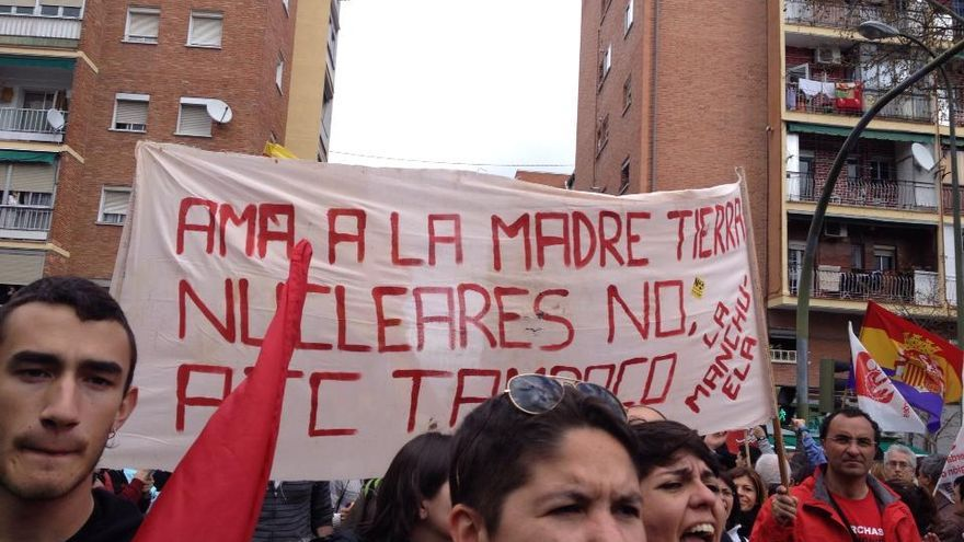 Manifestantes contra el Cementerio Nuclear en Cuenca