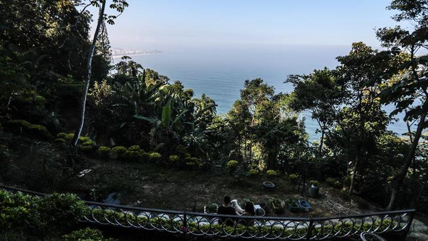 Un parque ecológico nacido de un basurero da paz a una favela de Río de Janeiro