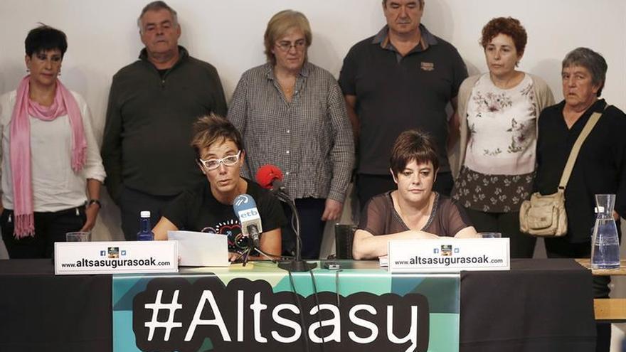 Familiares de los detenidos.