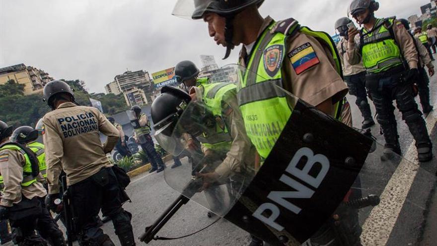 Al menos otros 24 negocios saqueados por segundo día en el centro de Venezuela