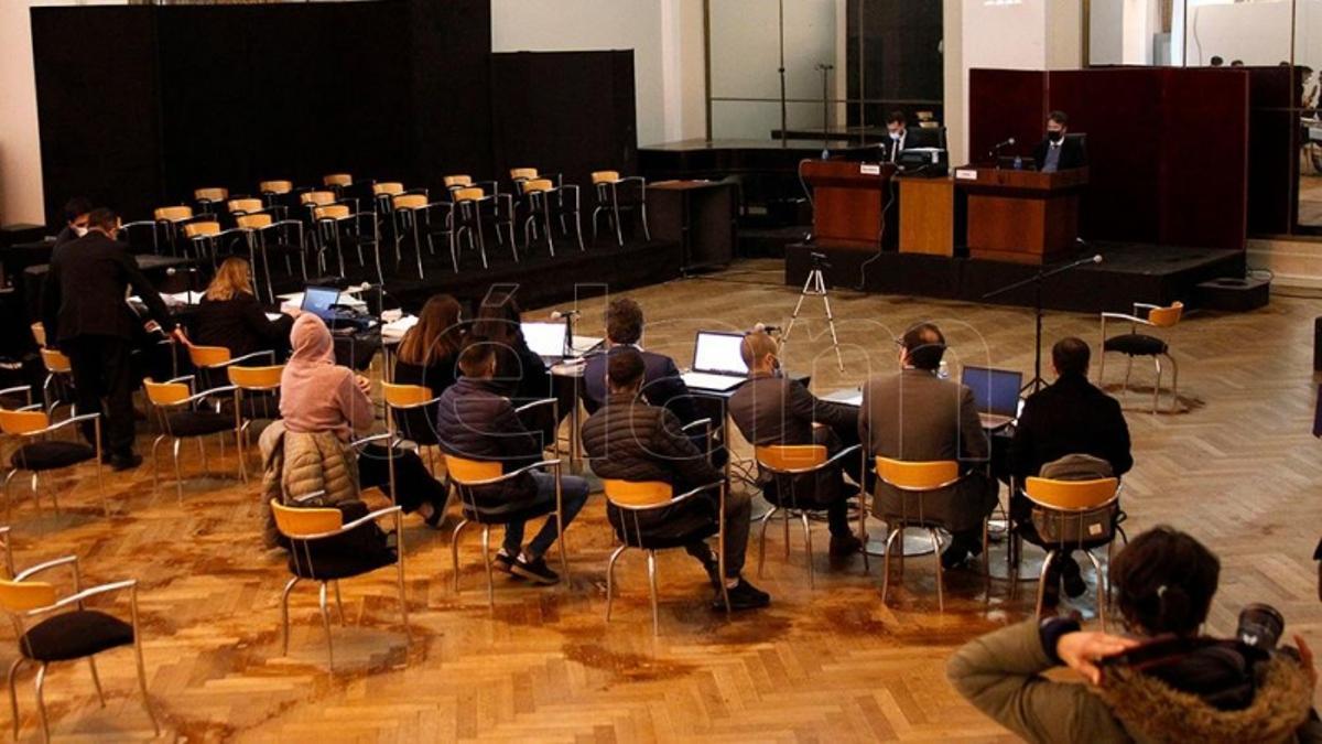 Los acusados, ante el tribunal.