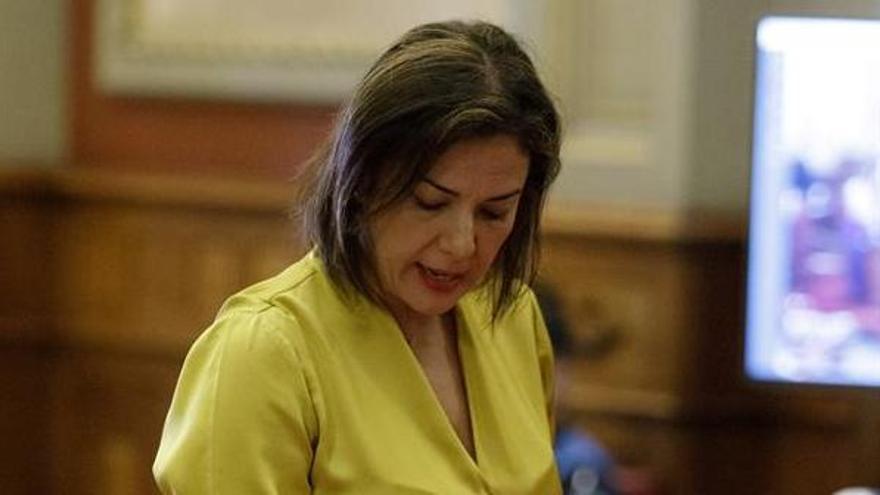 Evelyn Alonso, en su toma de posesión como concejala en el Ayuntamiento de Santa Cruz de Tenerife