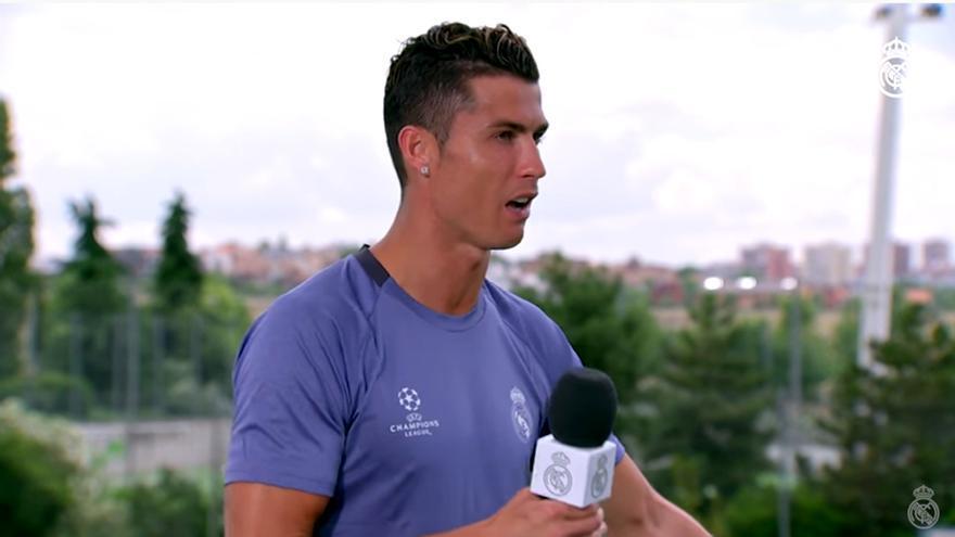 Cristiano se sale del discurso en Real Madrid TV y Rivero le defiende