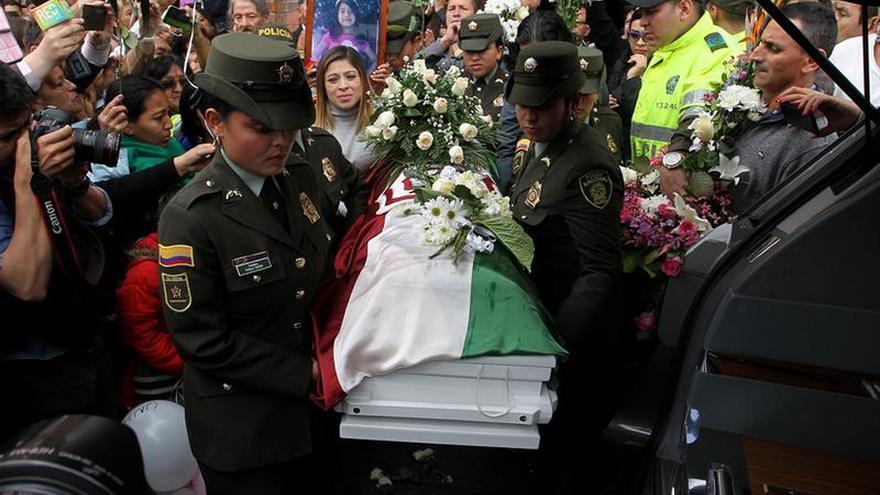 Multitudes reciben en su tierra natal el féretro de la niña asesinada en Bogotá