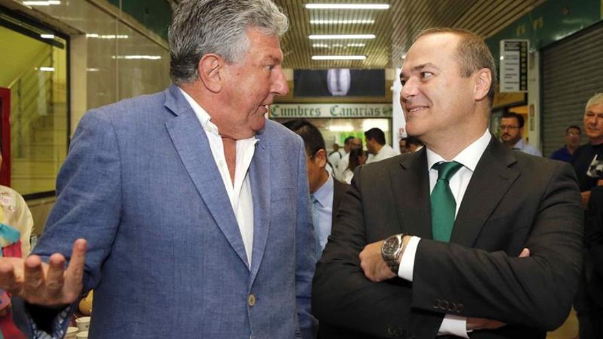 Augusto Hidalgo, junto a Pedro Quevedo. (EFE/Elvira Urquijo A.)