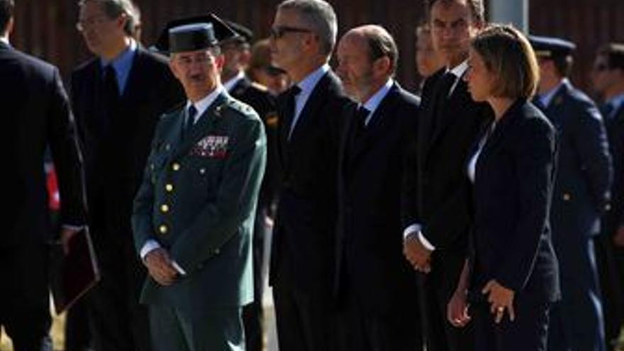 Zapatero recibe los cuerpos de los dos guardias civiles muertos en Afganistán