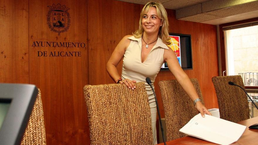 La alcaldesa de Alicante (PP) dice que le piden crear un partido y que en las municipales las siglas no son importantes