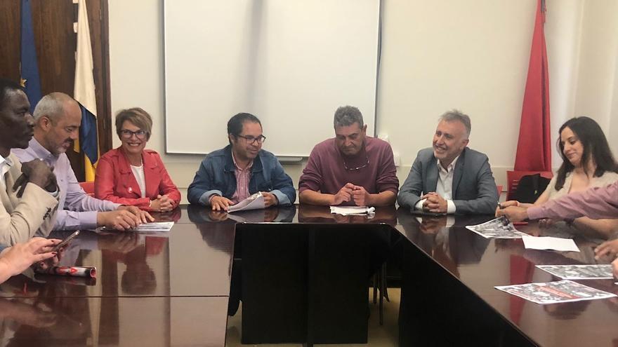 Reunión entre el PSOE y representantes sindicales en Canarias.