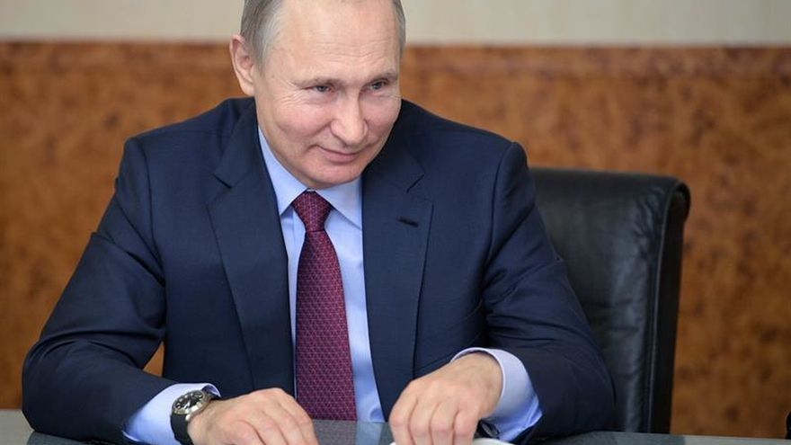 Putin ganará las presidenciales con dos tercios de los votos, según un sondeo