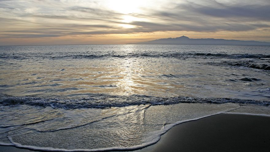 Vistas de Tenerife desde la playa de Guguy (ALEJANDRO RAMOS)