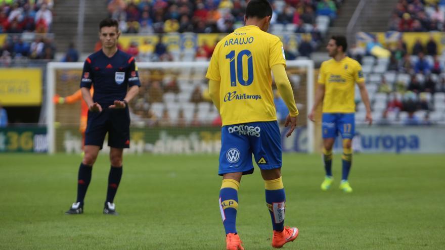 El delantero argentino de la UD Las Palmas en el Estadio de Gran Canaria ante el FC Barcelona. (Alejandro Ramos).