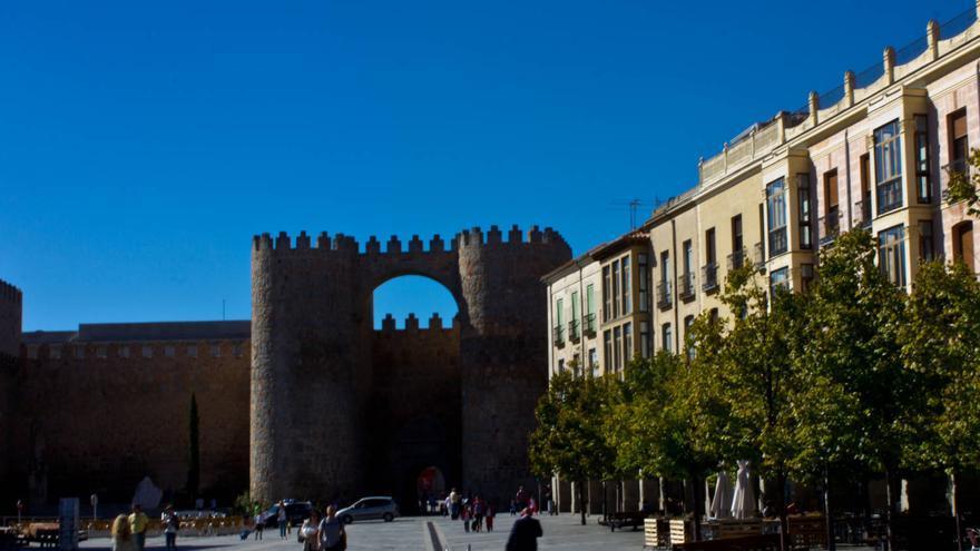 Puerta del Alcázar desde la Plaza de Santa Teresa de Jesús.