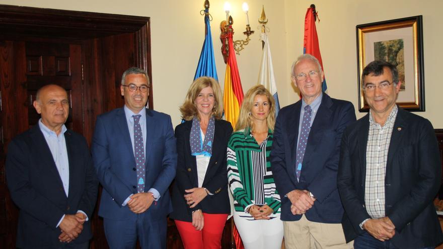 Recepción de Thomas Cox en el Ayuntamiento de Santa Cruz de La Palma.
