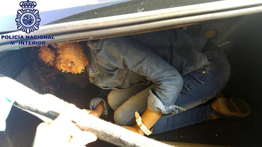 Rescatada una joven de 19 años oculta en el maletero de un coche en Tarifa