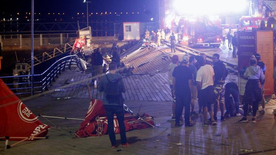 Cuatro heridos graves y escenas de pánico al desplomarse plataforma en Vigo