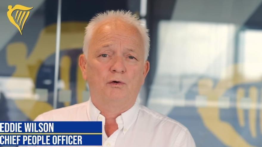 El jefe de Recursos Humanos de Ryanair, Eddie Wilson, en el vídeo a la plantilla de tripulantes en España.