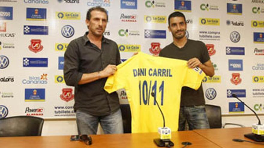 Óscar Arias y Dani Carril, en la presentación del jugador.