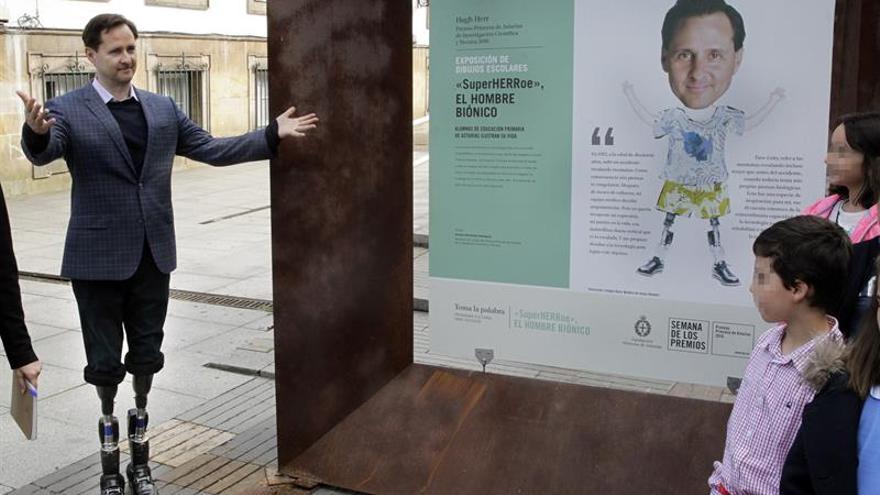 """Hugh Herr aboga por """"borrar las fronteras"""" entre las disciplinas científicas"""