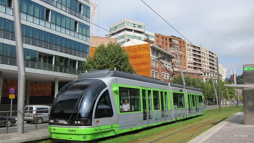 La paradas del tranvía de Bilbao contarán con wi-fi antes de final de año