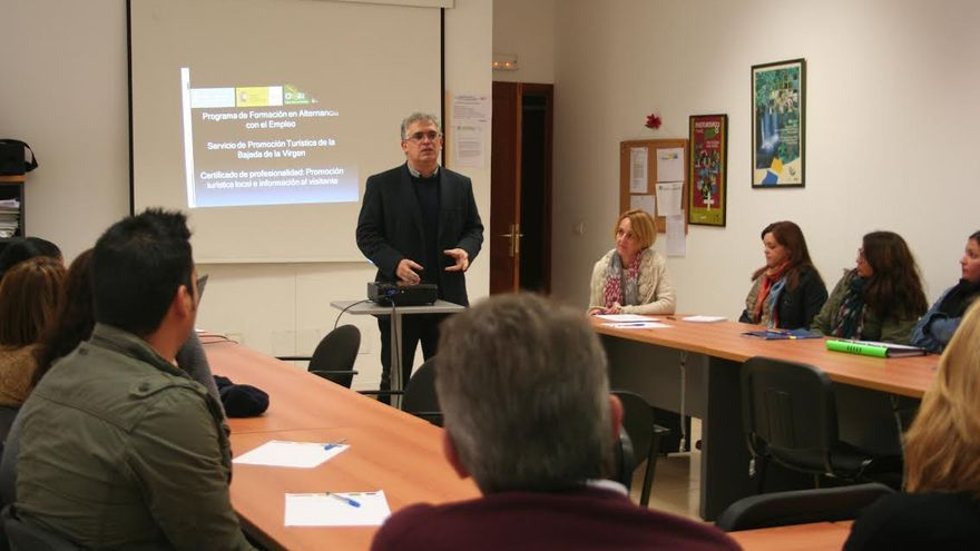 En la imagen, acto de presentación del programa de formación en alternancia con el empleo 'Servicio de Promoción Turística de la Bajada de la Virgen' .