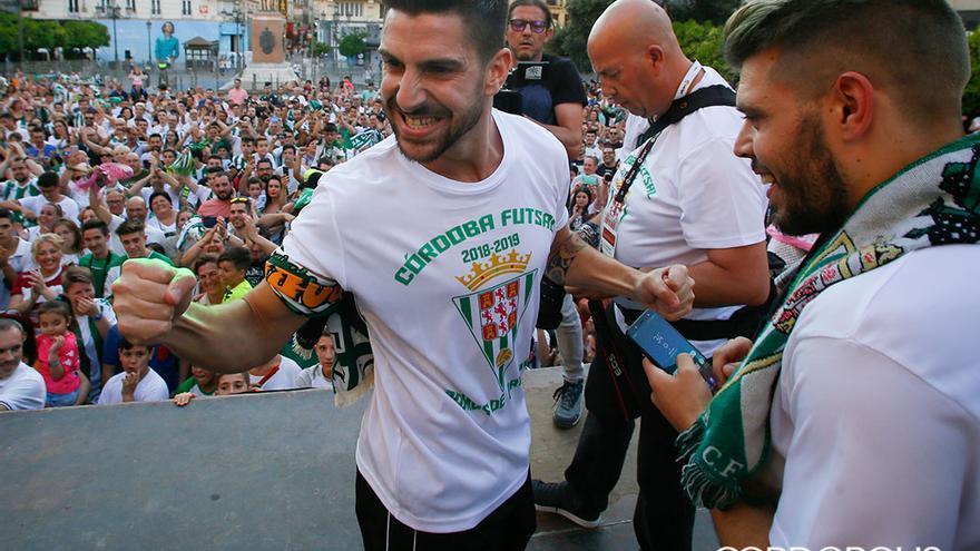 Celebración del ascenso a Primera del Córdoba Futsal | MADERO CUBERO