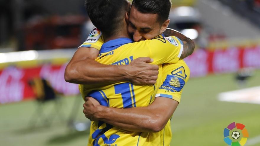 Los jugadores de Las Palmas celebran el gol de Jontahan Viera en el Estadio de Gran Canaria ante el Athletic de Bilbao.