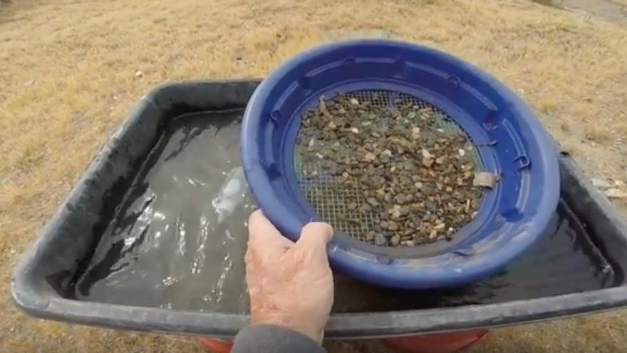 Los cazadores de tesoros apenas encuentran oro suficiente para pagar el coste de la gasolina.